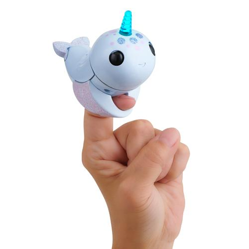 WowWee Fingerlings Light-up Narwhal Nori - blauwe lichtgevende eenhoorn robot productfoto